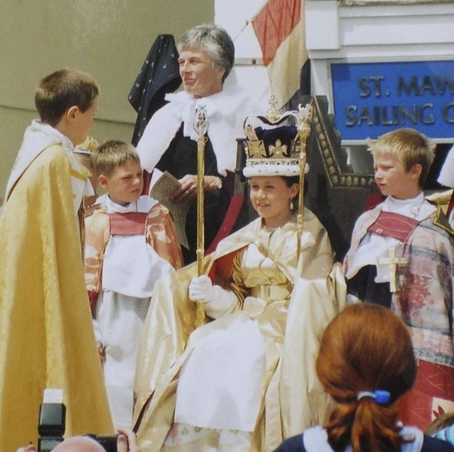The Crowning 2002