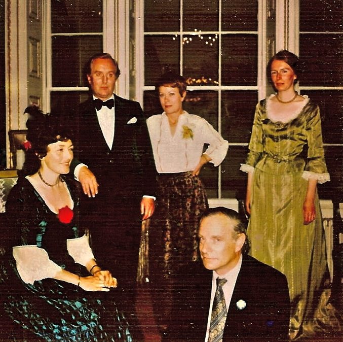 The English Drawing Room with Robert Hardy & Annette Crosby